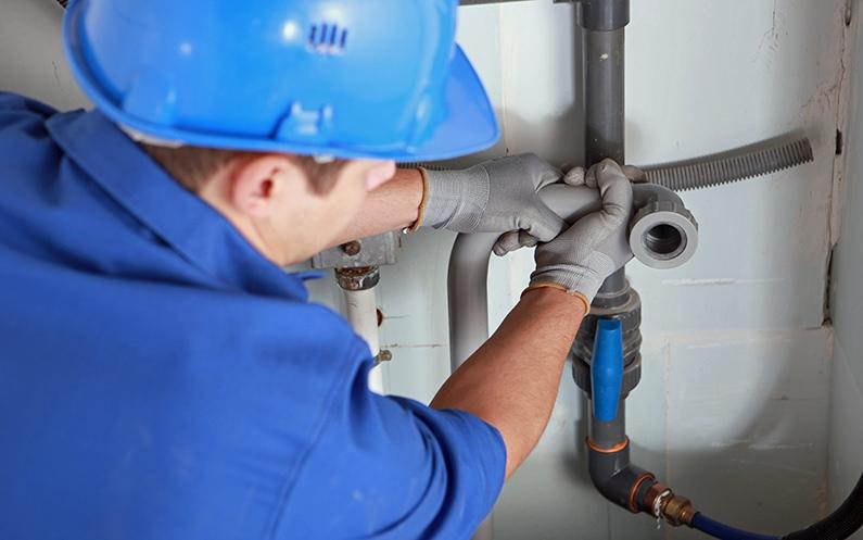 Jak zamontować zmiękczacz wody? Uproszczony schemat instalacji