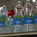 Nie daj się nabić w butelkę! Co warto wiedzieć o wodzie w butelkach?