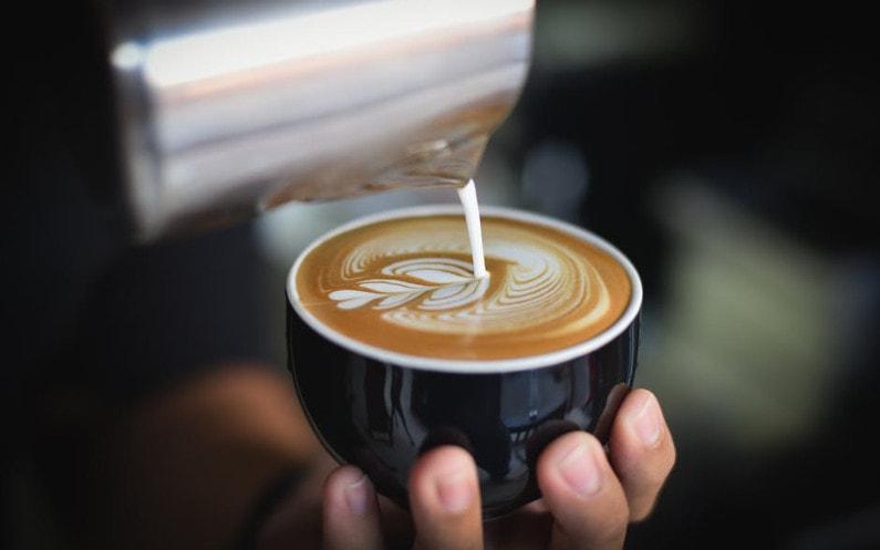 Aromatyczna kawa jak z najlepszej kawiarni? Kluczowa jest jakość wody