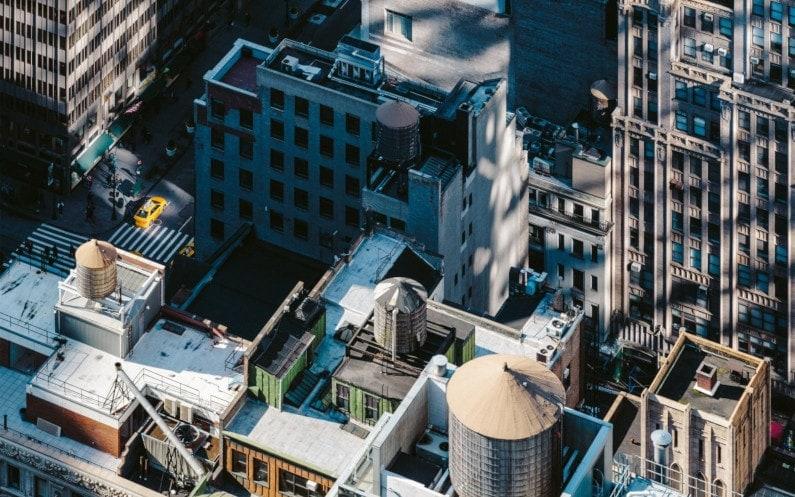 Demineralizacja wody w przemyśle – gdzie ma zastosowanie?