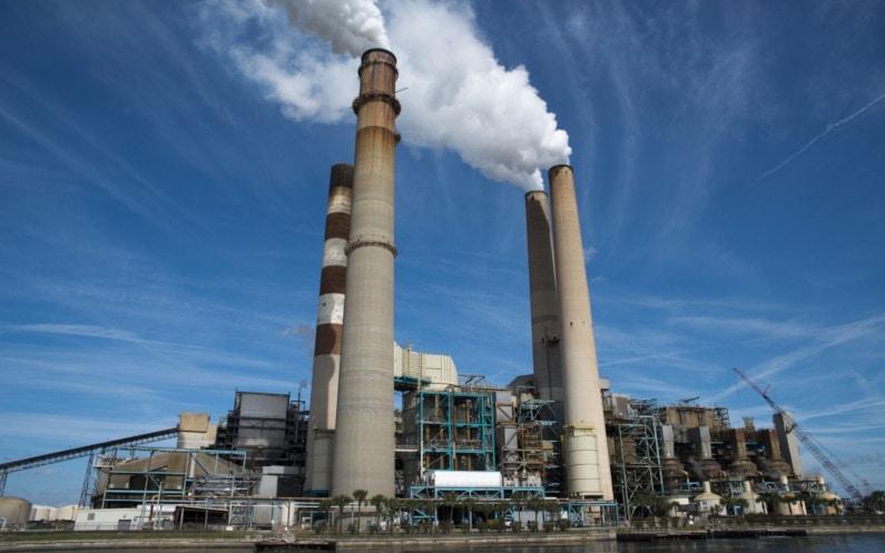 Przemysłowe zmiękczanie wody – jakie urządzenia zastosować?